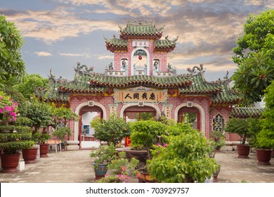 hoi an chinese temple in sunset