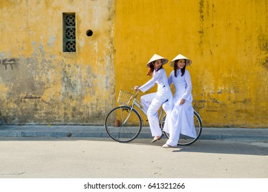 In Hoi An city ,street tour by bike is cheap .Even through Hoi An street full of cars but bike is popular for tourist,easy to ride to small street.Now many Hoi An people change the bike to motorbike.