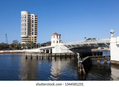 The hoist-bridge over Hillsborough River in Tampa downtown (Florida).