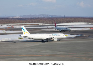 HOKKAIDO, JAPAN MARCH 17, 2014 : JAL Express Stop And Waiting For Vanilla Air Passing Through For Take Off at New Chitose Airport on March 17, 2014.