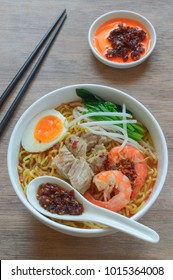 Hokkien Mee in Penang actually refers to prawn mee. It is a pride of the Penangites, The dish consists of egg noodles ladled with  pure shrimpy stock topped with boiled prawn, pork rib, boiled egg.