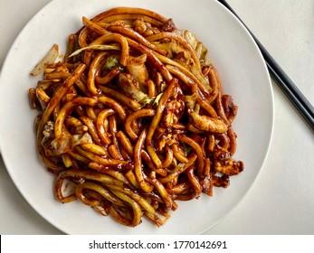 Hokkien Noodle: Stir fry yellow noodles with dark soy sauce