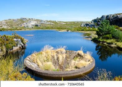 Hole of Covao dos Conchos, buraco, dry, Serra da Estrela, Portugal