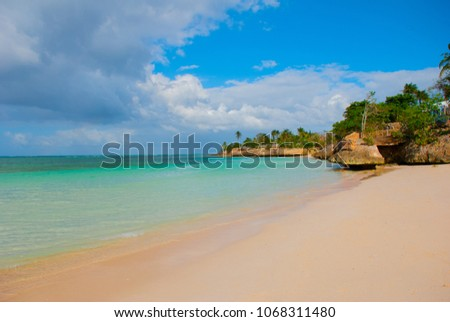Holguin, Guardalavaca Beach, Cuba: Caribbean sea with beautiful blue-turquoise water and gentle sand and palm trees. Paradise landscape.
