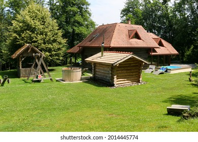 Holiday house in the forest with loungers, sauna, whirlpool and seesaw