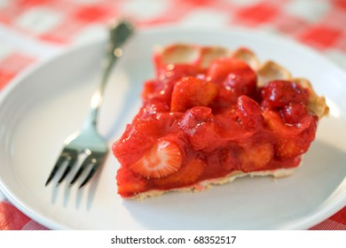 Holiday Strawberry Pie. Focus on edge berries and falls off quickly.