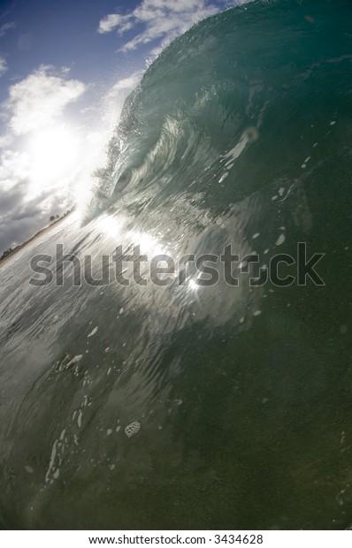 hollow wave breaking in hawaii