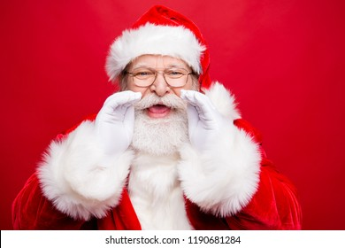Holly jolly x mas coming! Time to share message sale discount novelty information with you. Aged Santa with open mouth hold palm hand near face saying or make noisy speak isolated on red background