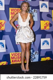 Hollywood, CA - SEPTEMBER 07: Actress LAUREN CONRAD poses in the press room at the 2008 MTV Video Music Awards at Paramount Pictures Studios on September 7, 2008 in Los Angeles, California.