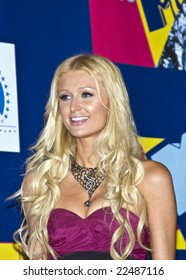 HOLLYWOOD, CA - SEPTEMBER 7:  TV Personality Paris Hilton pose in the press room at the 2008 MTV Video Music Awards at Paramount Pictures Studio in Hollywood, California.