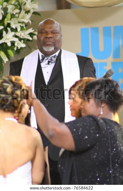 Hollywood May 4 Bishop Td Jakes Stock Photo (Edit Now) 76584622