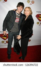 """HOLLYWOOD - NOVEMBER 16: Stephan Bender and Eva Marie Saint at the """"Superman Returns"""" DVD and Video Game Launch Party at Social Hollywood November 16, 2006 in Hollywood"""