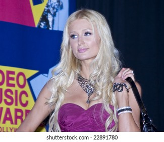 HOLLYWOOD - SEPTEMBER 07: Socialite PARIS HILTON poses in the press room at the 2008 MTV Video Music Awards at Paramount Pictures Studios on September 7, 2008 in Hollywood, California.
