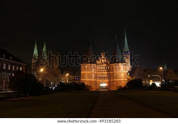 holsten gate at night