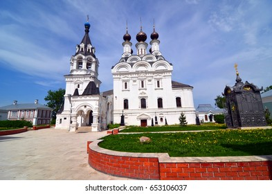 Holy Trinity Cathedral on the territory of the monastery in Murom