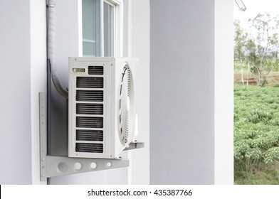 Home air conditioner In Asia, many Because hot air hanging on tall buildings
