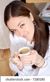 home lifestyle - girl drinking coffee sitting on the floor