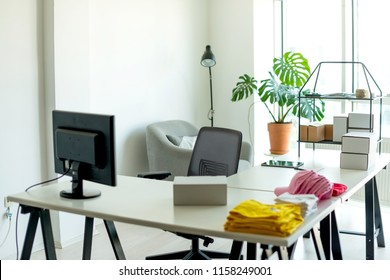 Home office (no people)