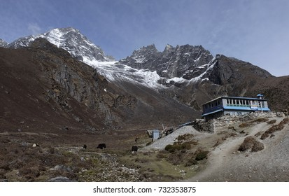 Home row and lorge are located along the hiking trails to Gokyo from Namche Bazaar. The 5,360 meters Gokyo RI Peak is located in the heart of the Himalaya Mountains, Nepal.