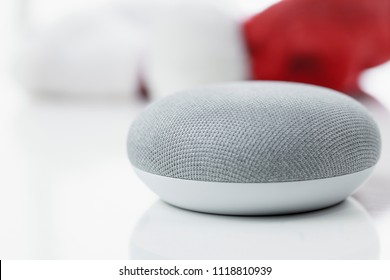 Home Smart Home, the language assistant - intelligent, technical device makes everyday life easier.
