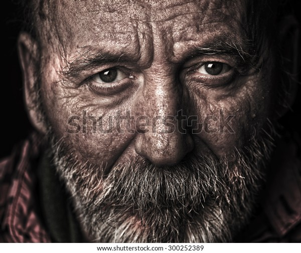 Evsiz yaşlı adam