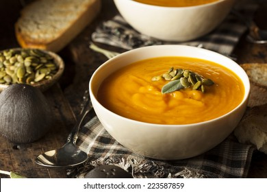 Homemade Autumn Butternut Squash Soup with Bread