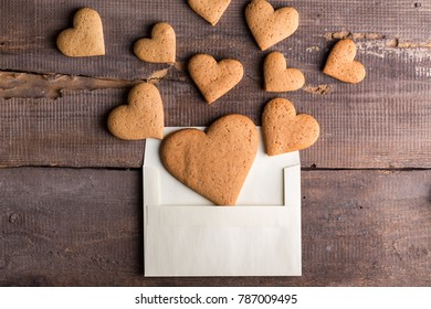 homemade cakes for Valentine's Day - ginger cookies in the form of hearts in an envelope