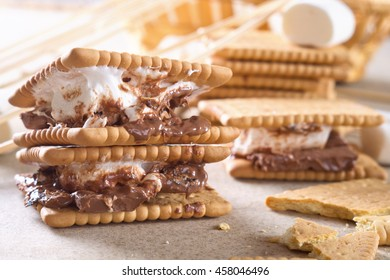 Homemade dessert smores with chocolate and marshmallows.