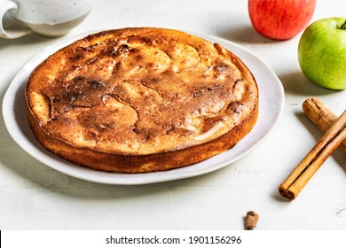 Gâteau à la pomme hollandais fait maison par pommes et épices