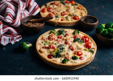 Homemade egg kish with broccoli and cherry tomatoes. Tart with cheese.