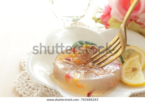 Fish in aspic french
