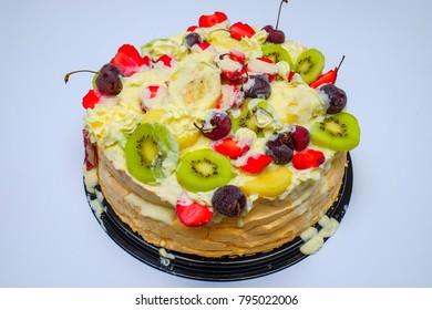 Homemade Pavlova cake with fresh strawberries  and kiwi ready to serve