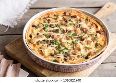 Homemade quiche lorraine with chicken, mushrooms, cheese and bacon. Tart with chicken. Chicken pie. Mushroom pie