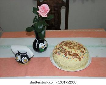 Homemade: Rompope cake stuffed with neapolitan pudding