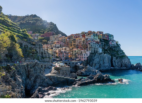 homes-small-village-on-rock-600w-1962793