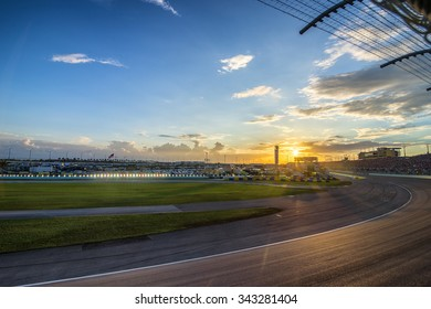 Homestead, FL - Nov 22, 2015:  The NASCAR Sprint Cup Series teams take to the track for the FORD EcoBoost 400 at Homestead Miami Speedway in Homestead, FL.