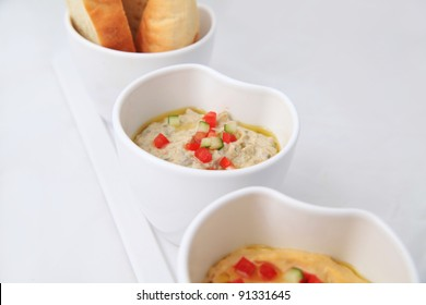 Hommus & moutable with fresh baked pita pockets