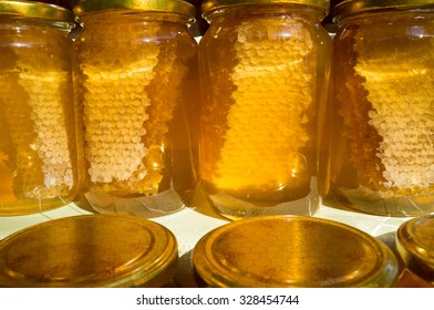 Honey in the Jar with honeycomb