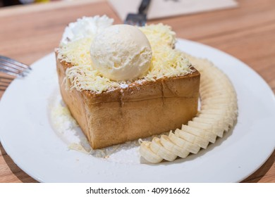 Honey Toast, Consists of bread topped with honey ,cheese and ice cream on the dish