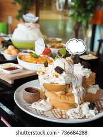 honey toast dessert in cafe