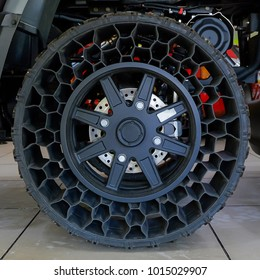 Honeycomb Tire, New technology airless tyre cannot get flat.