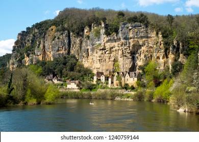 The honeypot village of La Roque-Gageac is built under the cliffs beside the Dordogne River in Dordogne, Nouvelle Aquitaine, France.