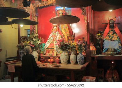HONG KONG - NOVEMBER 8, 2016: Unidentified people pray at Man Mo temple. Man Mo temple is a temple for the worship of the civil or literature god Man Tai.