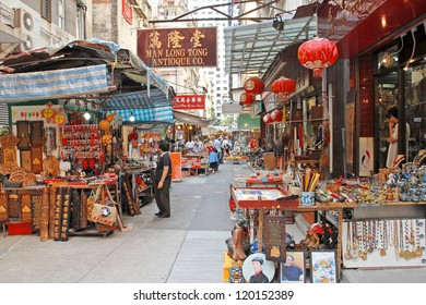 HONG KONG,CHINA-Â?Â? NOV. 17:  Shoppers at Cat Street historical market. Originally bazaar the market evolved into a famous place for antiques. November 17, 2007 in Hong Kong, China