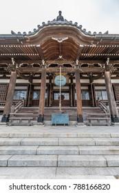 Hongaku-ji Temple (Myogonzan Hongakuji), built by Mochiuji Asikaga in 1436 Enshrined Ebisu deity. Priest Nichiren (1222-1282) Transformed it in   Nichiren sect Buddhist temple