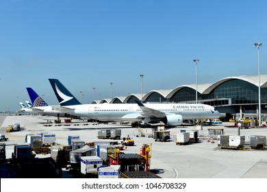 Hongkong 16 november 2017 : Cathay pacific airplane arrived runway at hong kong international airport a fine blue weather safty flight flying in the sky