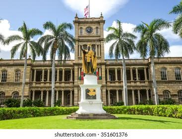 HONOLULU, HAWAII - CIRCA DECEMBER 2015: King Kamehameha statue
