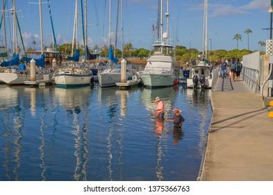 Honolulu, Hawaii, USA.  Apr. 20, 2019.  Fishermen enjoying the warm water in the Ala Wai Lagoon.
