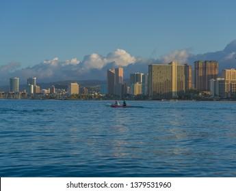 Honolulu, Hawaii, USA.  Apr. 24, 2019.  Hawaiian outrigger canoes paddlers in Waikiki at dawn.