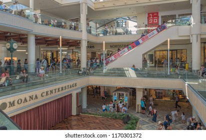Honolulu, Hawaii, USA.  Sept. 2, 2018.  Weekend crowds at the newly expanded Alas Moana's Shopping Center.